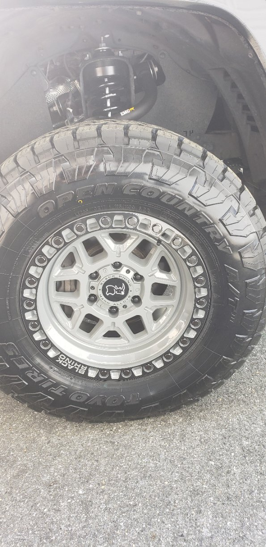 pic tire.jpg